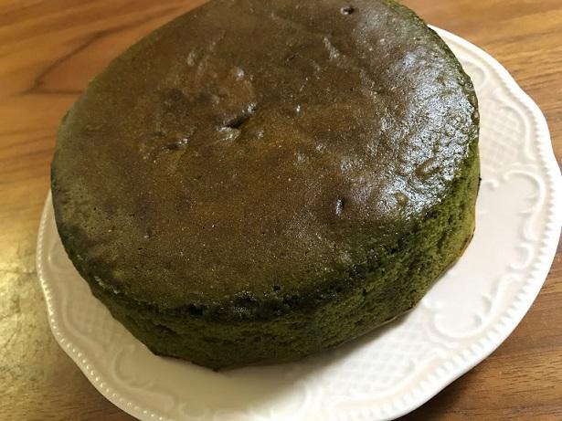 まあるい満月のような抹茶ケーキ