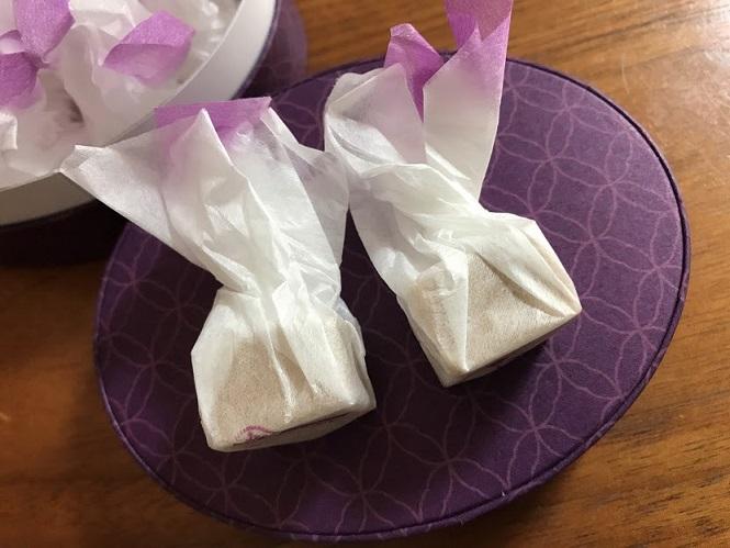 うら田の愛香菓を食べています