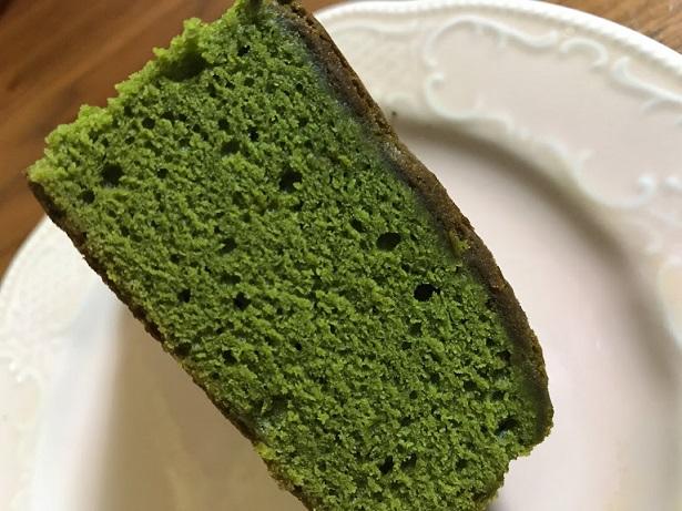 とってもきれいな濃い緑色