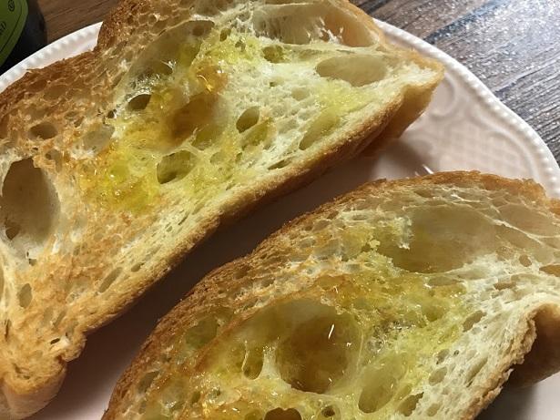 オリーブオイルと言えばパンに