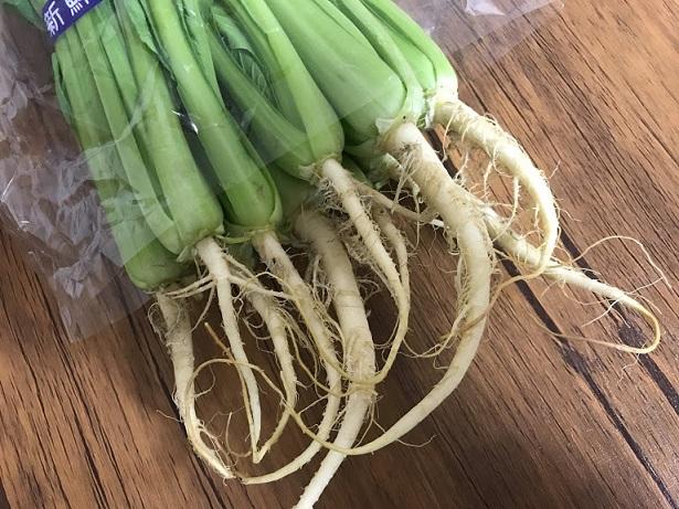 根っこ付きの小松菜珍しいなあ